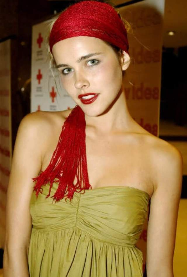 Isabel Lucas topless pics