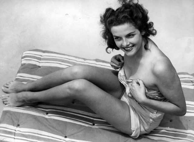 Jane Russell sexy legs pictures