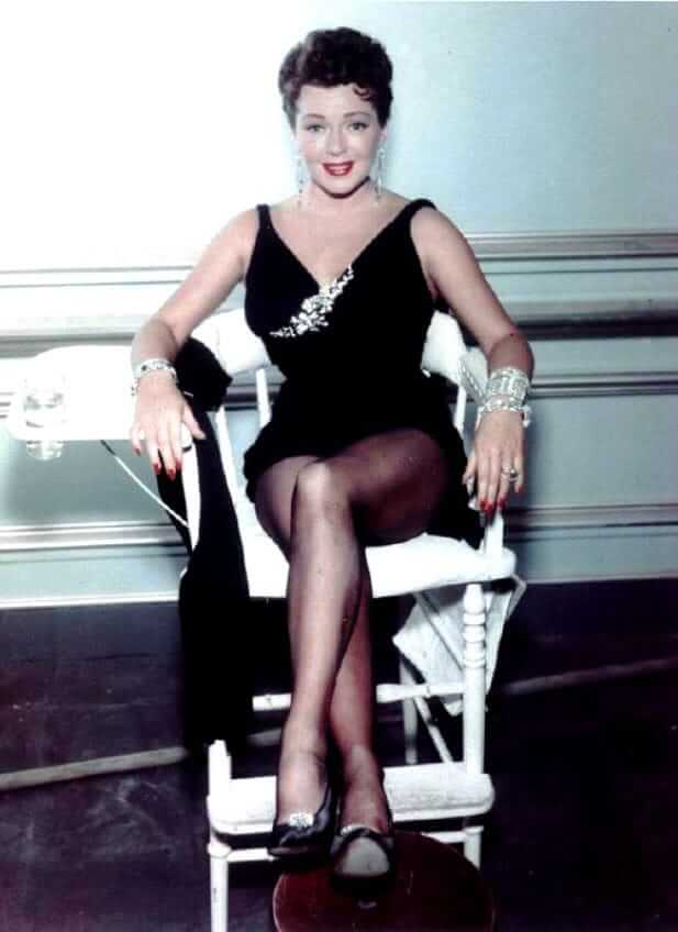 Lana Turner hot look pictures