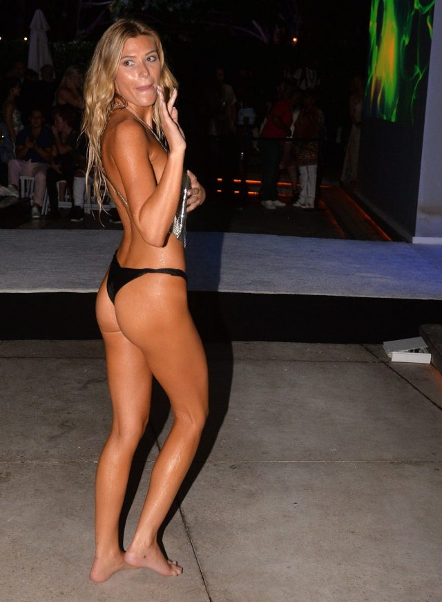 Samantha Hoopes sexy side butt pics