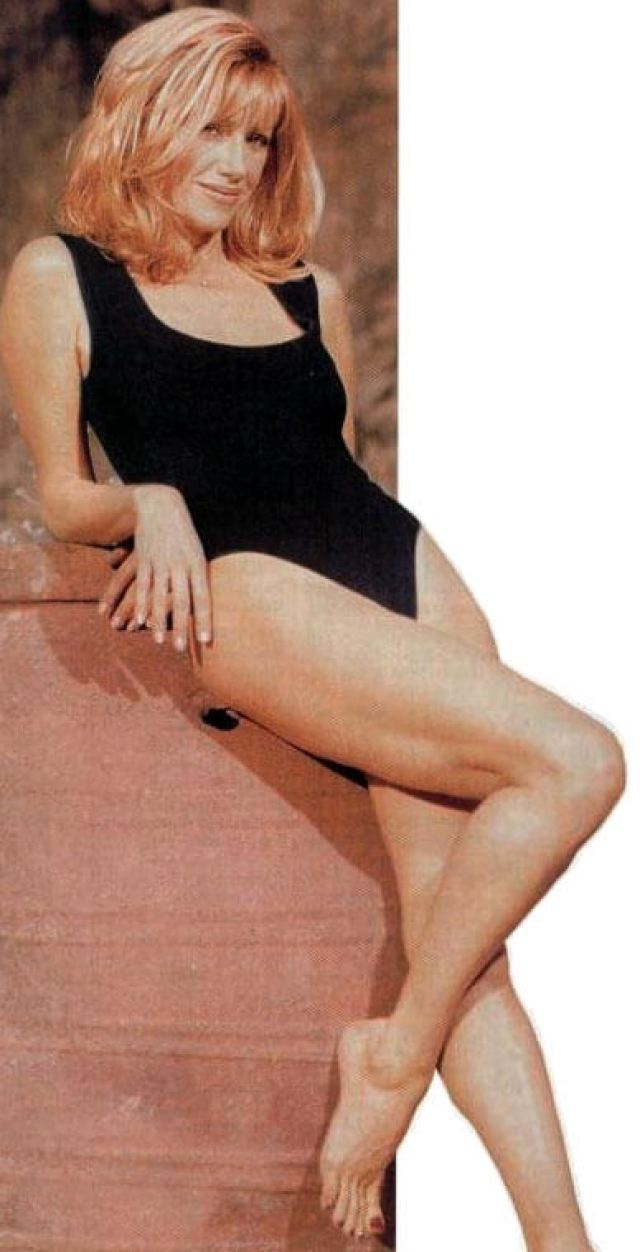 Suzanne Somers sexy thigh pics