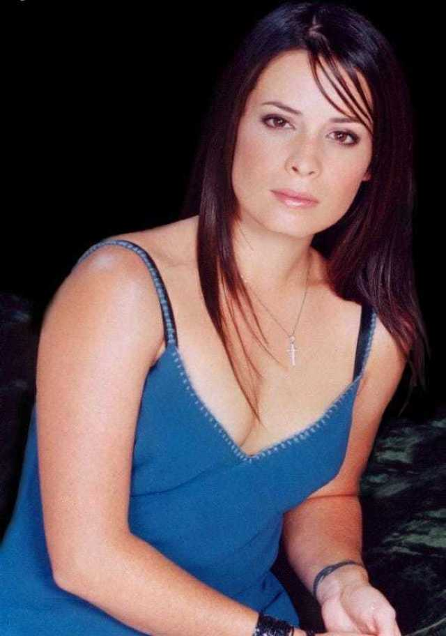 Holly Marie Combs nipples