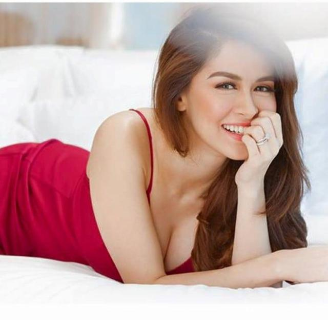 Marian Rivera sexy cleavage (1)