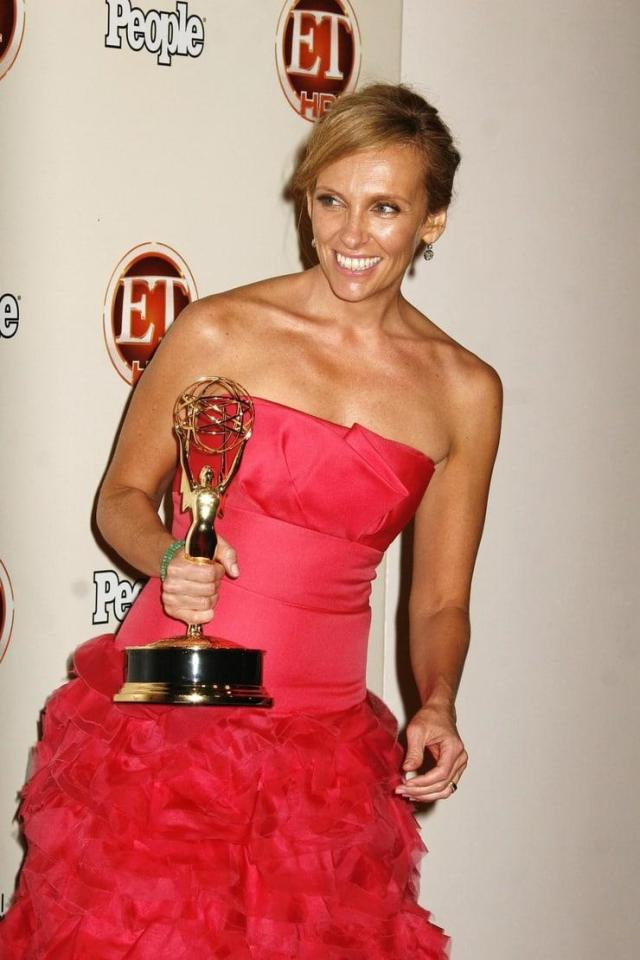 toni collette with award