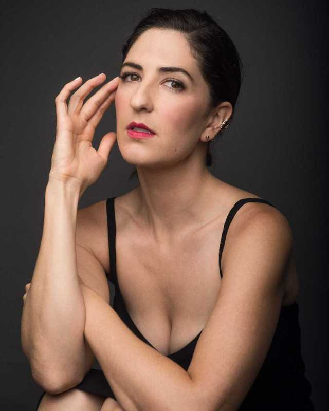 D'Arcy Carden sexy pic