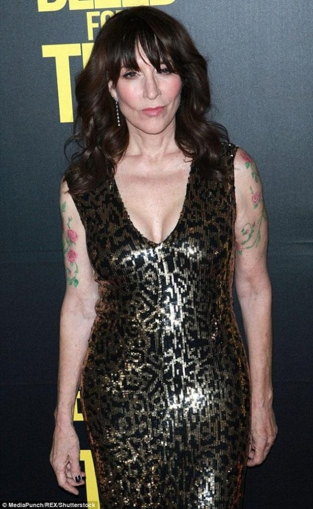 Katey Sagal sexy boobs