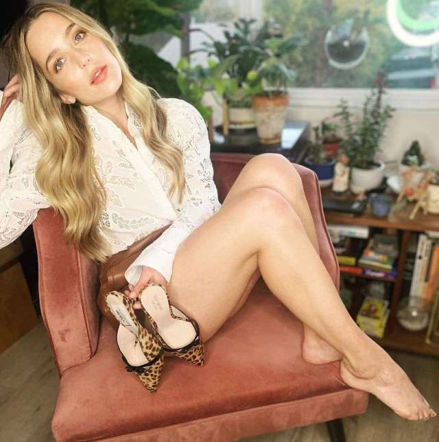Jessica Rothe hot look