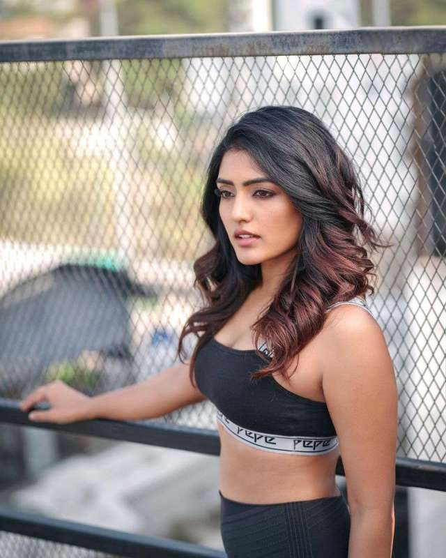 eesha rebba boobs