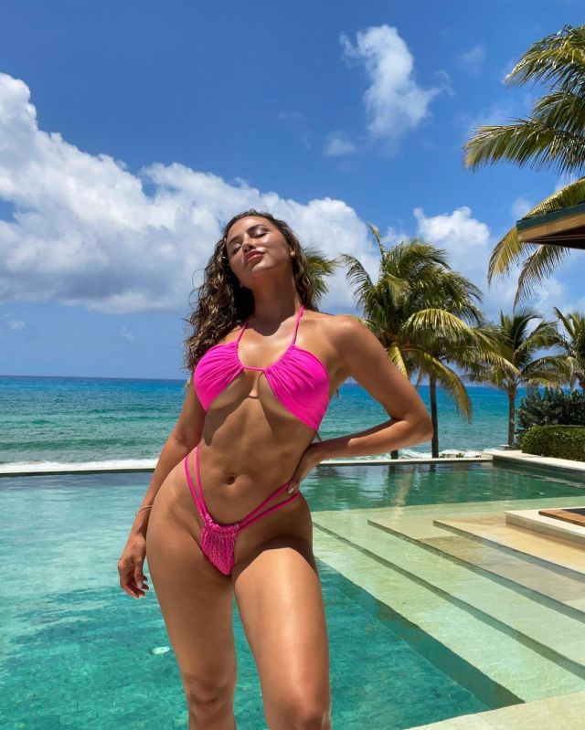 Ana Cheri jaw-dropping physique
