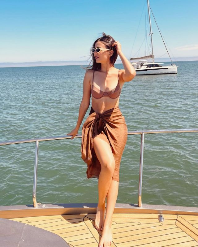 Victoria Justice nicely sculpted body