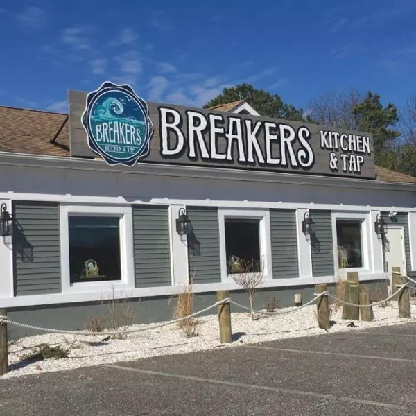 breakers, breakers kitchen & tap room