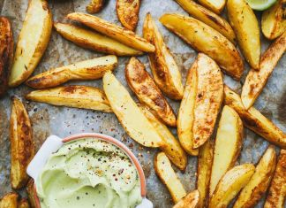 Crunchy Baked Potato Chips with Avocado-lime Dip