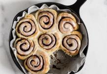 Vegan Skillet Cinnamon Rolls with Cream Cheese Glaze