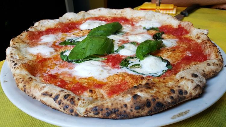 مطعم Pizza AM في ميلان ايطاليا
