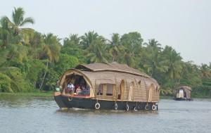 Kerala_Houseboat.jpg(Wikipedia)