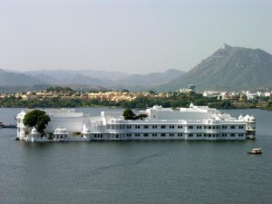 lake_palace_udaipur.preview.jpg (easytoursofindia.com)