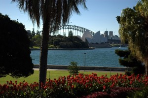 https://commons.wikimedia.org/wiki/File:Sydney_Harbour_Bridge_and_Opera_House_from_Botanic_Gardens.jpg