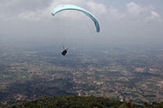 180px-Paragliding_yelagiri