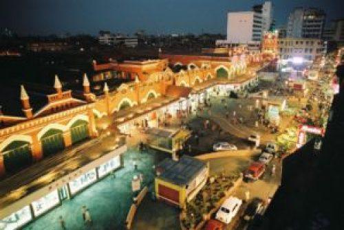 New market, street shoppers in Kolkata