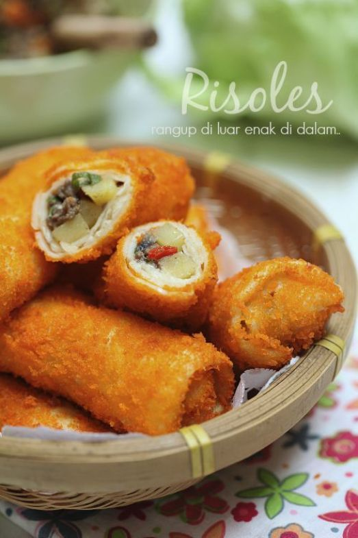 Risoles, street food Indonesia