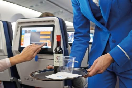 Drinking alcohol on long haul flight