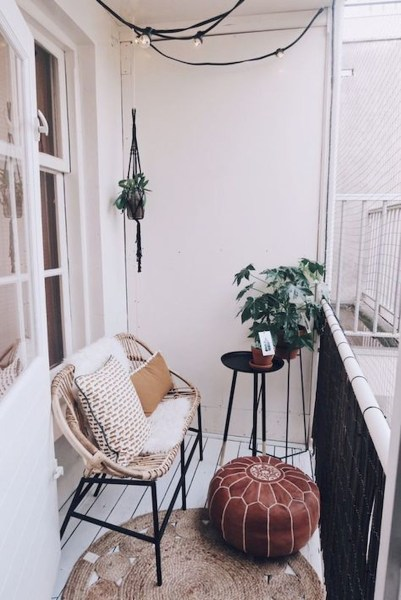 34 Beautiful Apartment Balcony Decoration Ideas Making The Most Out Of Your Balcony 32