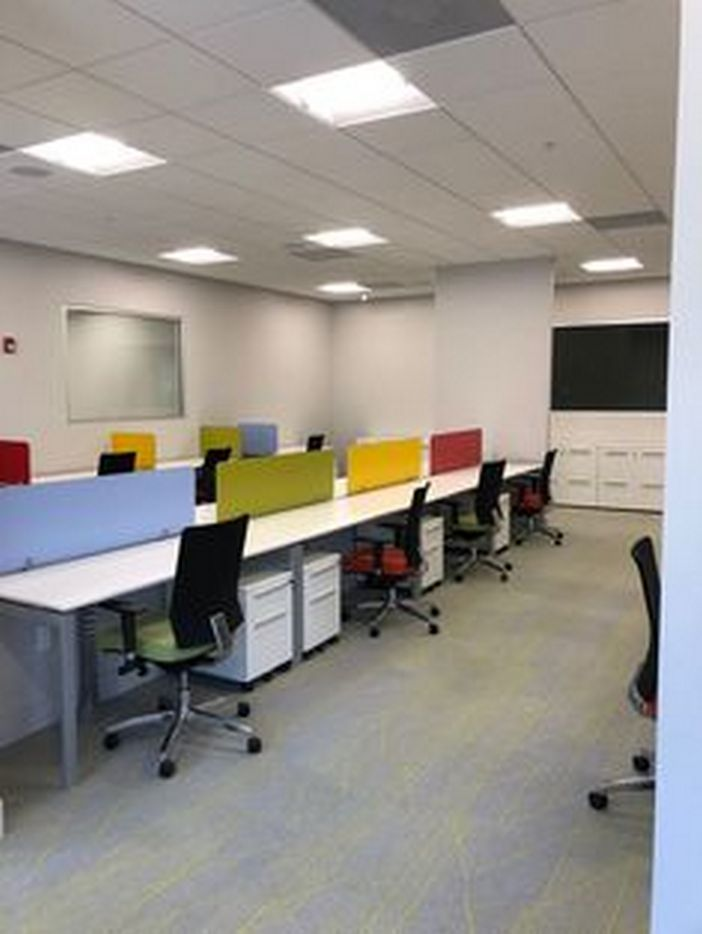 95 Modern Office Decorating Ideas With Inspiring Furniture To Add Style And Functionality To Your Workplace 29