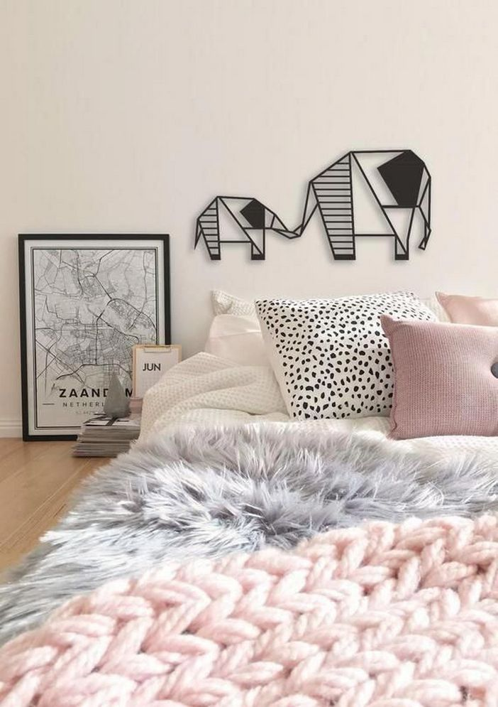 96 Modern Wall Decor Models That Make The Living Room Of Your House Come Alive 2