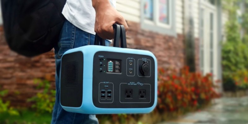 Maxoak Bluetti AC50S Portable Power Station