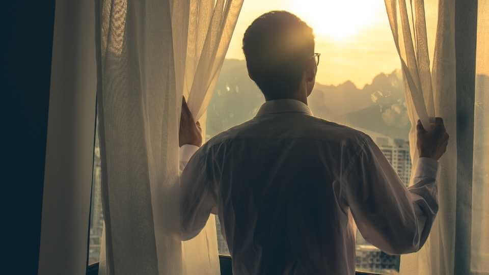 Find out 7 morning habits that will help you to start your day productively so you can be able achieve your goals quickly and more effeciently.