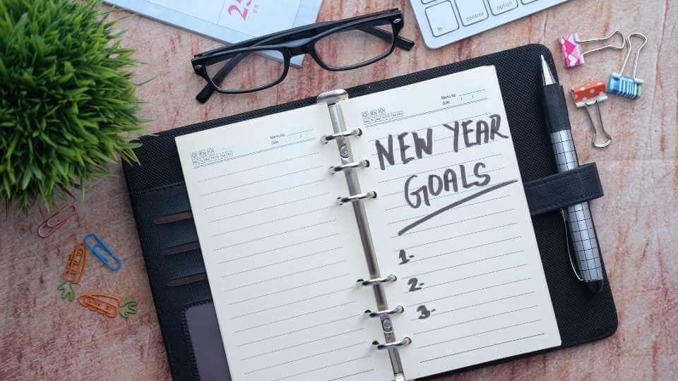 Learn how to start your new year on the right foot. In this post, you will explore 8 practical tips that will help to start the year the right way.