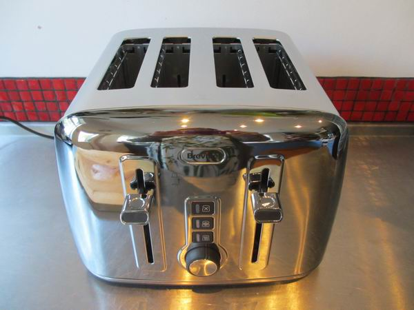 Breville The Perfect Fit for Warburtons 4 Slice Toaster VTT571