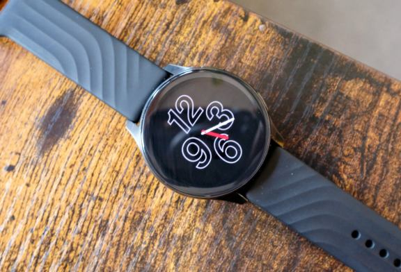 OnePlus Watch is getting always-on display and a 12-hour clock