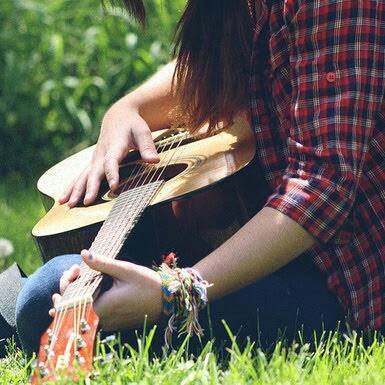 cool and awesome girls facebook display pictures with guitar