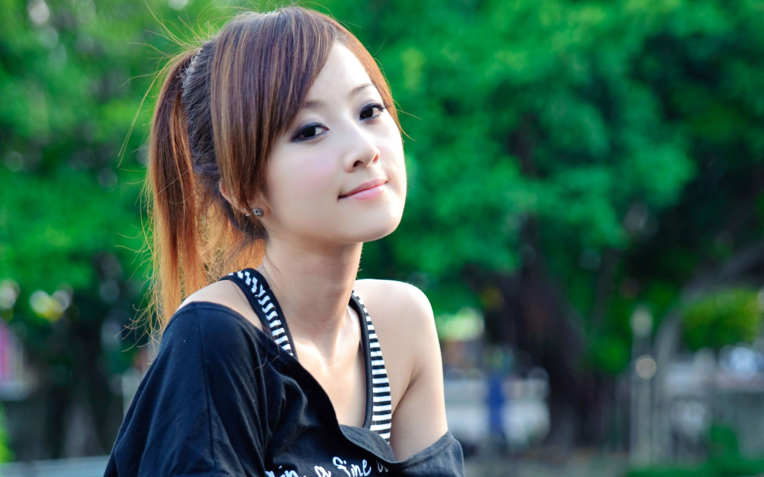 cute and pretty Girls facebook profile pictures