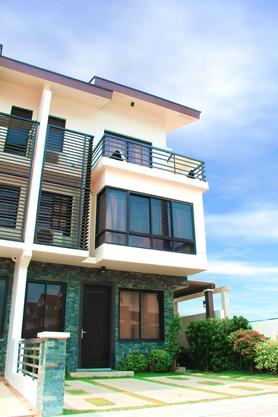 Mahogany Place at Acacia Estates in Taguig by DMCI Homes