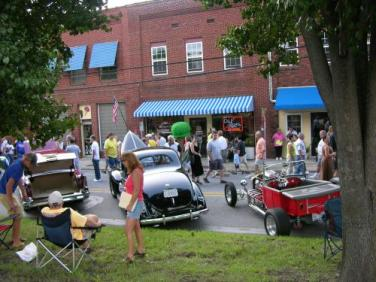 Downtown Mooresville Monthly Cruise-in