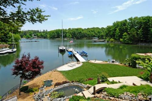 Lake Norman waterfront home views