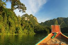 cheow-larn-lake-khao-sok-thailand