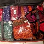 Müde und der Koffer voller Wolle