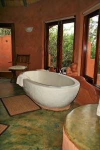 Die Badewanne mit Blick über das Tal zum Wasserloch