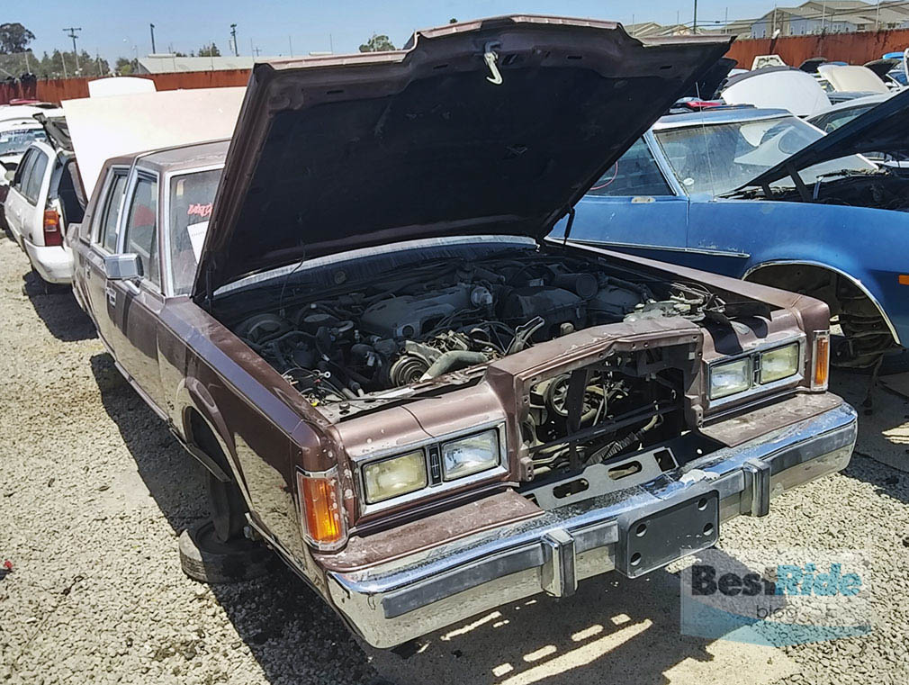 JUNKYARD THERAPY 1989 Lincoln Town Car Mines Bigger