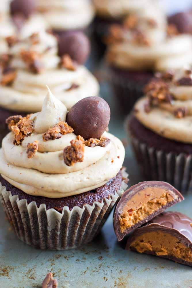 chocolate-butterfinger-cupcakes