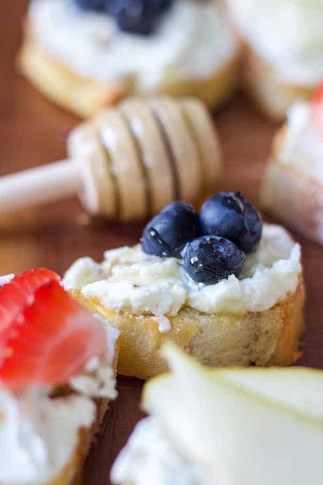 fruit-and-goat-cheese-crostini8
