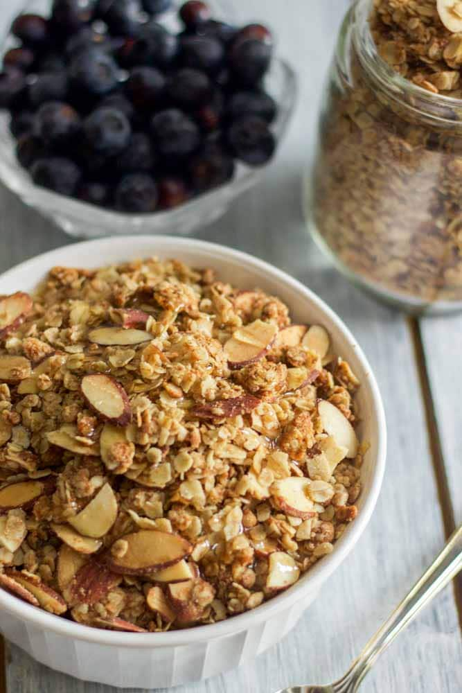 homemade-vanilla-almond-granola