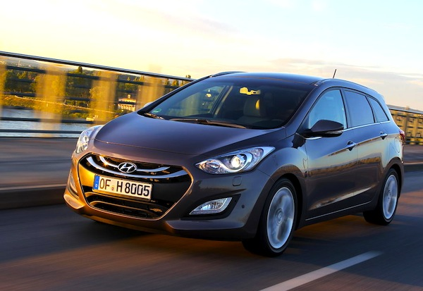 Hyundai i30 France January 2013. Picture courtesy of L'Argus