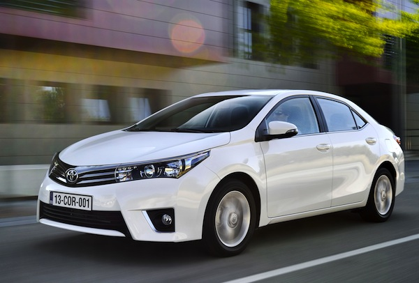 Toyota Corolla World June 2013