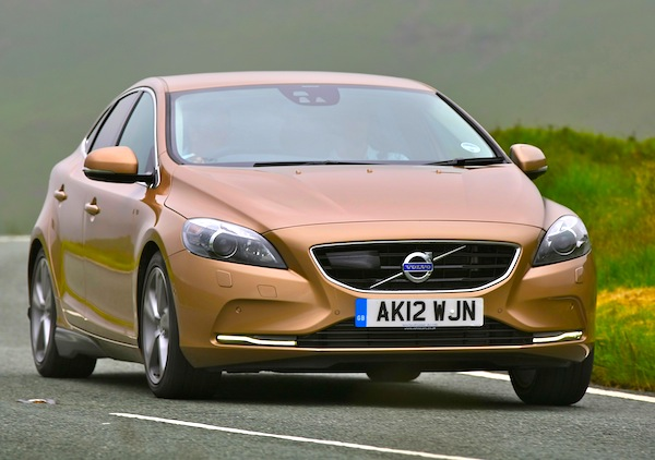 Volvo V40 World July 2013