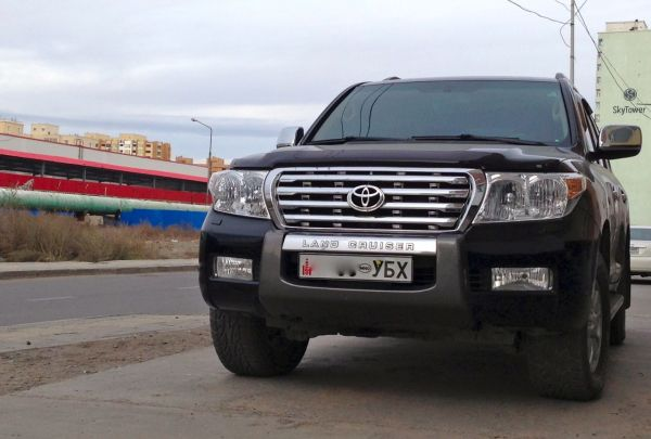 1 Toyota Land Cruiser