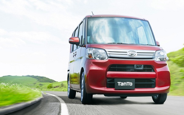 Daihatsu Tanto Japan November 2013. Picture courtesy of autoc-one.jp